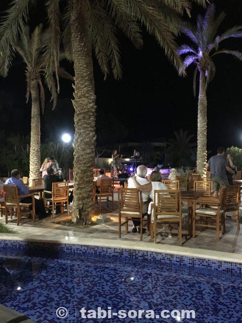 ホテルの夜