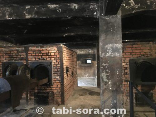 ガス室の屍体焼却炉