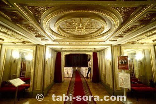 劇場入口2
