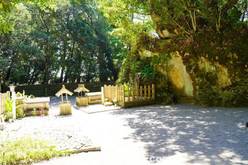 花の窟神社内