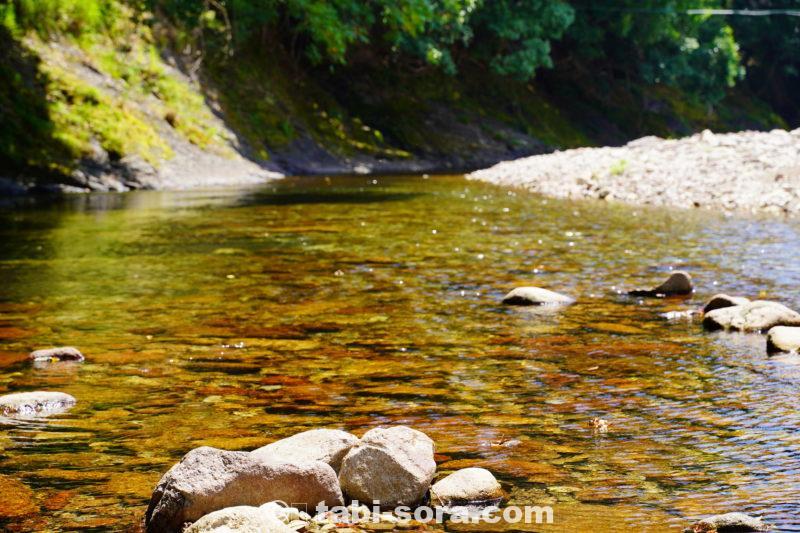 川のきらめき