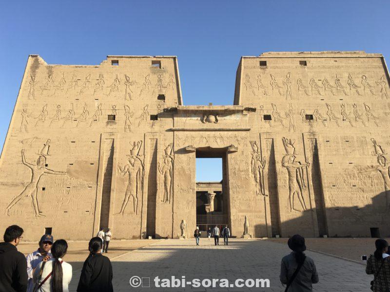 ホルス神殿の門