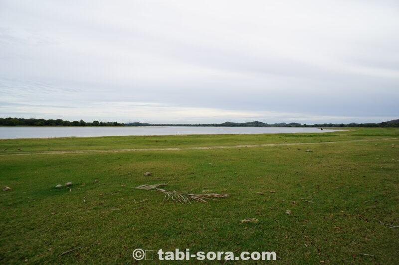 カンダラマ湖畔