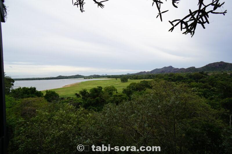 カンダラマ湖遠景