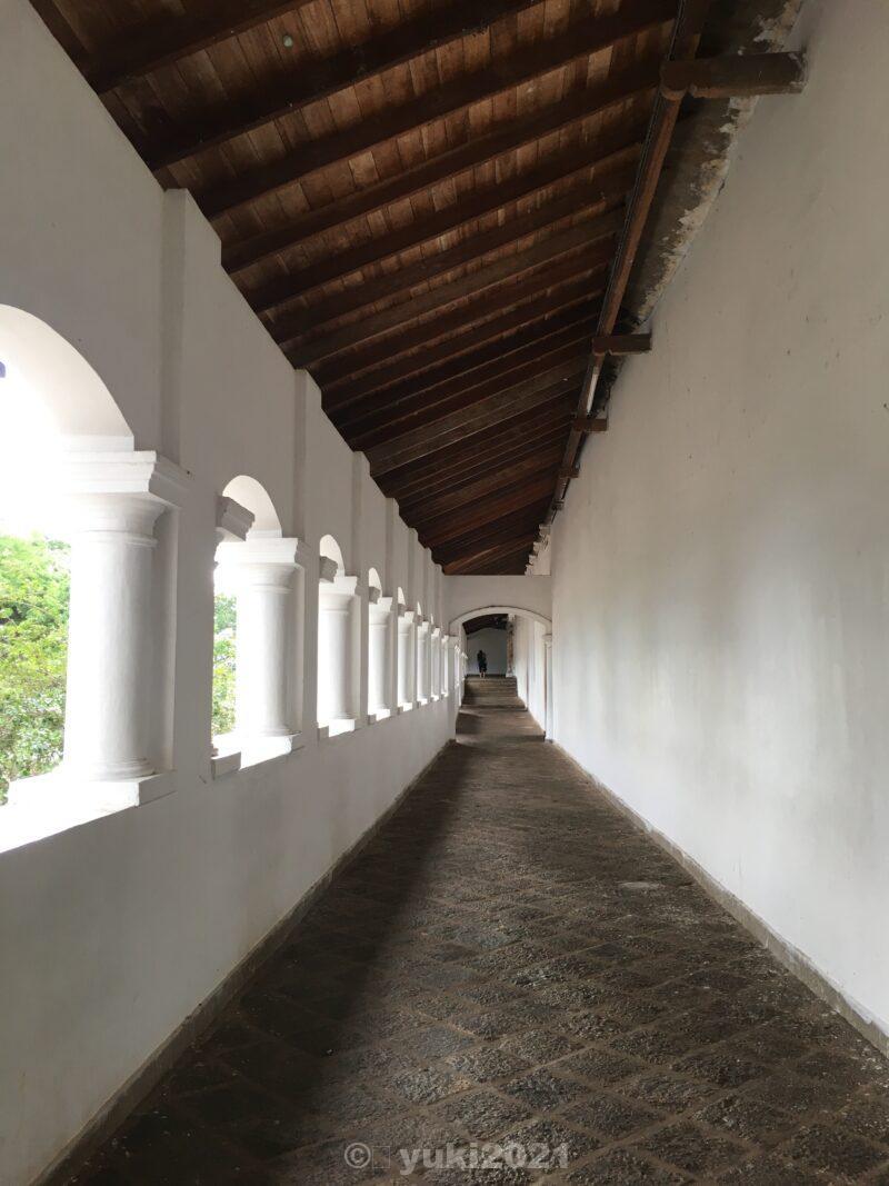 ダンブッラの黄金寺院の外廊下