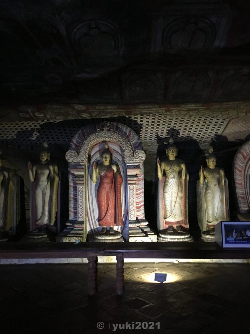 石窟寺院の美しい仏像