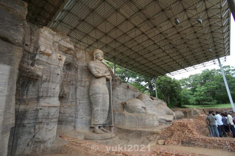 カルヴィハーラ寺院の仏像